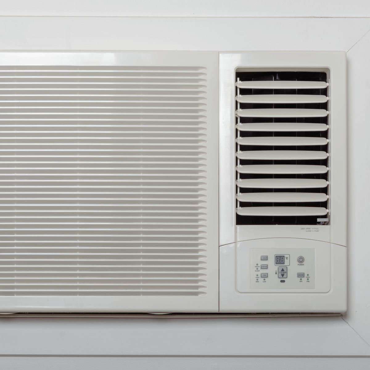 Leer artículo: 3 pasos para preparar tu aire acondicionado de ventana, ante el paso de un huracán
